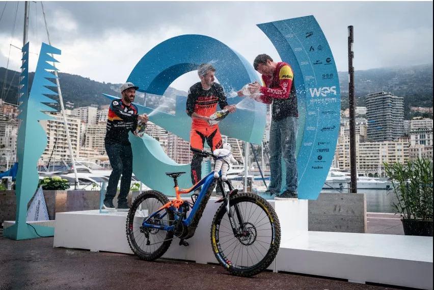 捷安特赞助Nicolas Quéré赢得第一届世界杯电动自行车耐力赛冠军