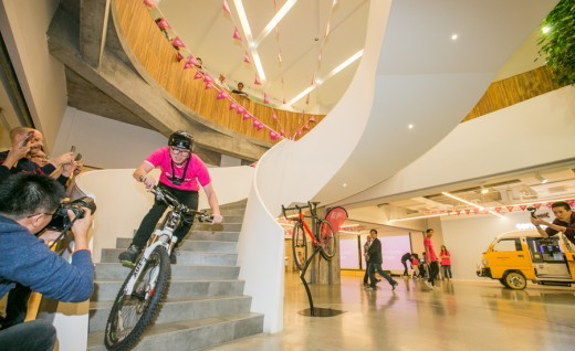 Team EF Pro Cycling创始人Jonathan Vaughters访问EF英孚教育亚太总部