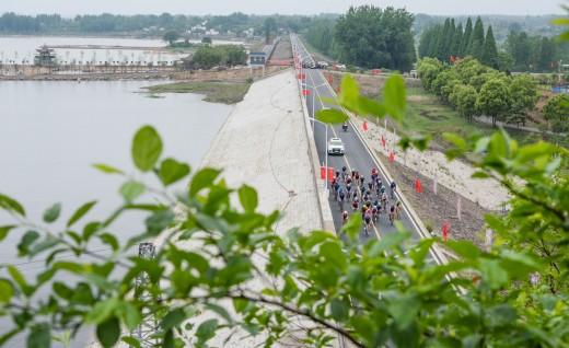 """2019信阳第十一届""""信阳毛尖·体彩杯""""全国自行车公开赛顺利开赛"""