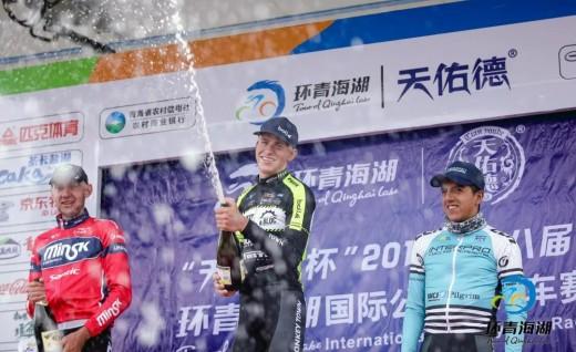 """环湖赛S8丨荷兰曼骑车队莫利纳""""皇后赛段""""单飞夺魁"""