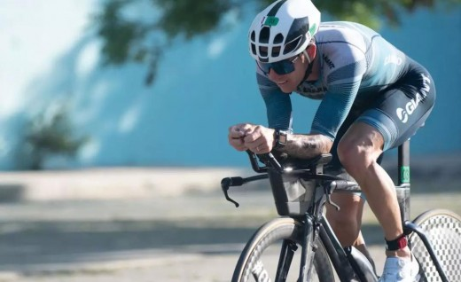 Giant赞助铁三选手站上Ironman 70.3 菲律宾站领奖台