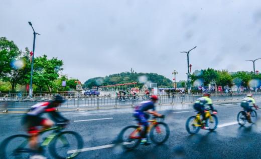 妈祖脚下冷雨战 2019环大湾区自行车赛汕尾总决赛