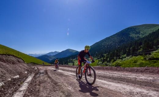 """骑行甘南之眼 2020""""冶力关""""杯甘南藏地传奇自行车赛"""